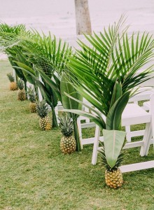 unique tropical wedding aisle ideas with pineapples for beach weddings