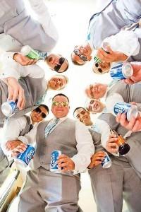 creative groomsmen wedding photos