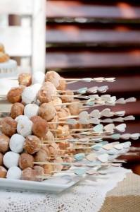 donuts wedding bar display ideas