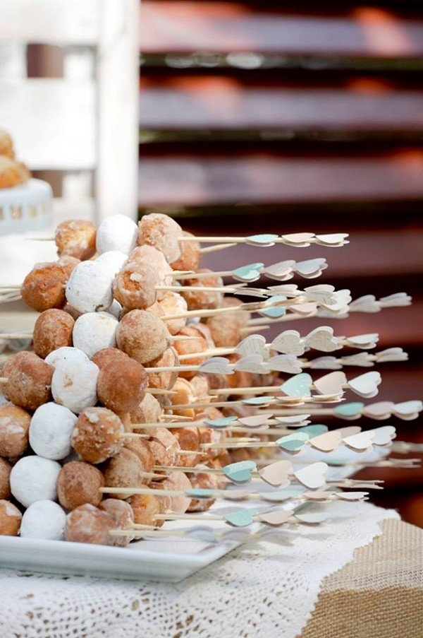 donuts wedding bar display ideas