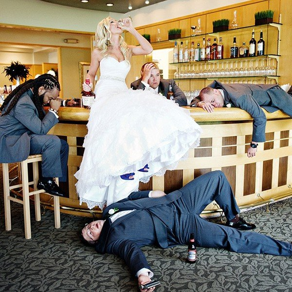 funny wedding photo ideas bride and groomsmen