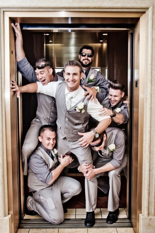 funny wedding photos with groomsmen