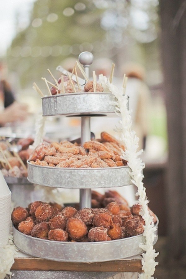 outdoor wedding donut display ideas