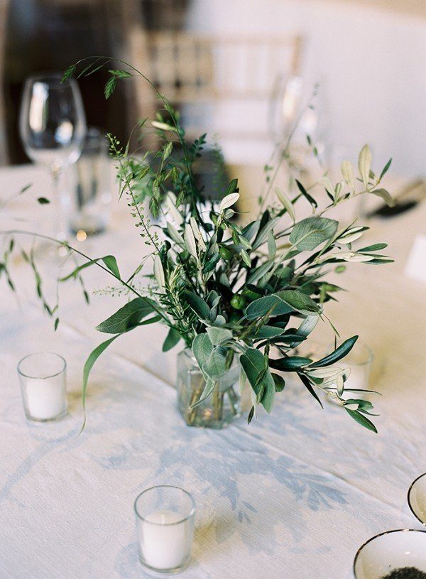 simple greenery wedding centerpiece ideas on a budget