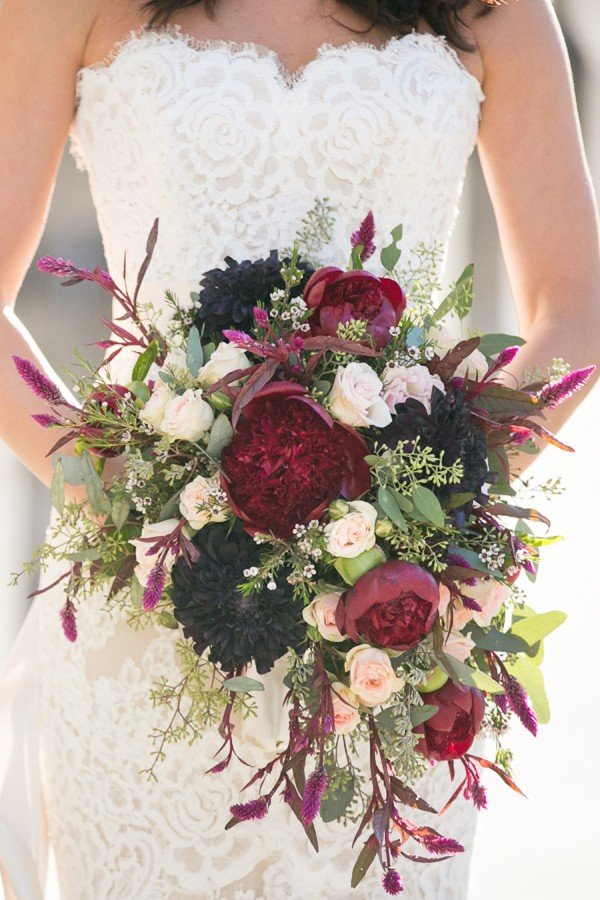 wedding bouquet ideas with burgundy colors