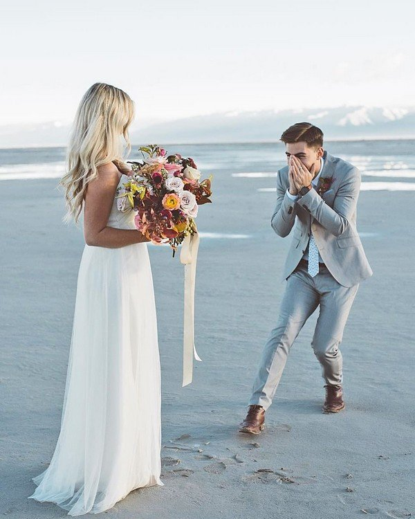 Wedding Gifts For Travel Couples The Ultimate List 2020: 15 Touching Groom First Look Wedding Photos