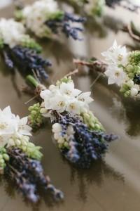 chic lavender groomsmen boutonniere ideas