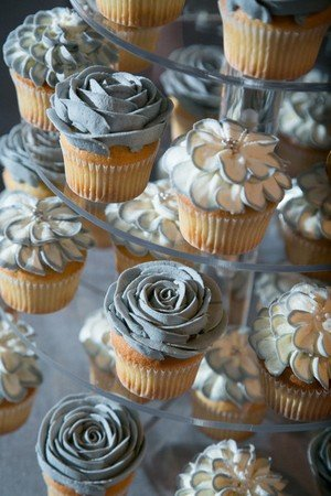 elegant gray frosted wedding cupcake ideas