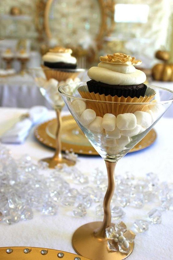 great gatsby vintage wedding cupcakes
