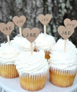 wedding cupcakes with kraft heart for rustic weddings