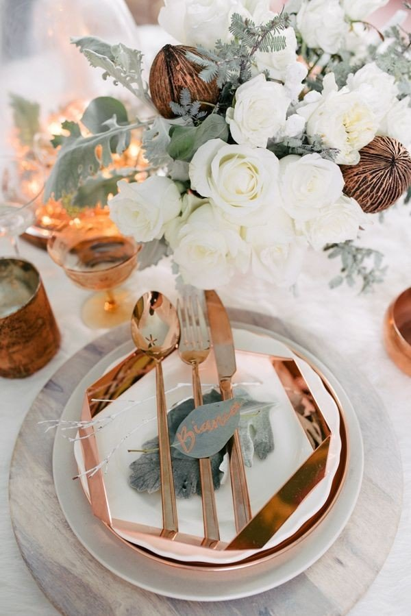 white and copper wedding table setting ideas