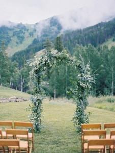 wedding arch decoration ideas for mountain weddings