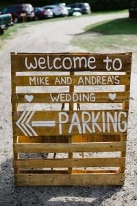 wedding sign ideas for outdoor farm weddings