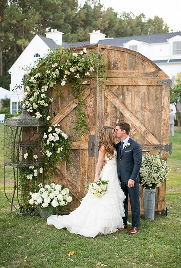 rustic wedding backdrop ideas with old door