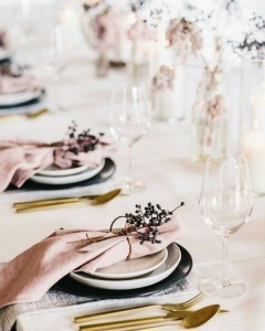simple but elegant pink and gold wedding table settings