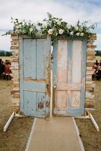 vintage wedding entrance ideas with vintage door