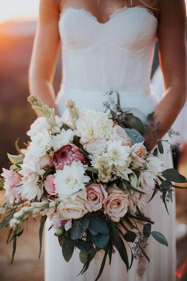 blush and cream wedding bouquet ideas
