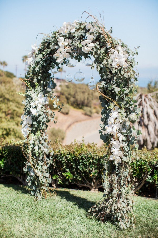 chic outdoor floral wedding arch ideas