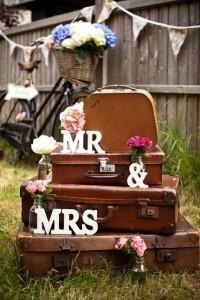 vintage suitcases wedding decoration ideas