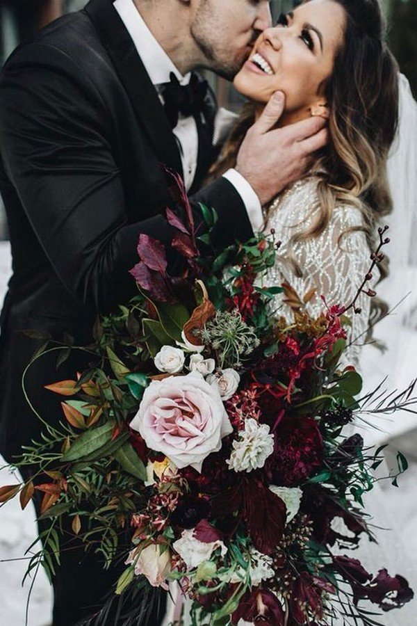 burgundy moody wedding bouquet ideas