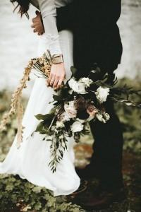 moody fall wedding bouquet ideas