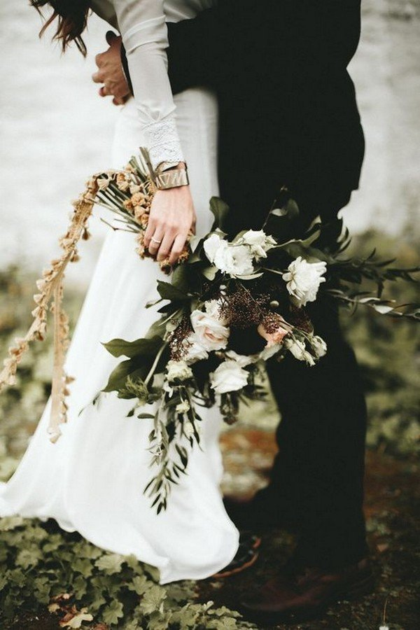 moody fall wedding bouquet ideas