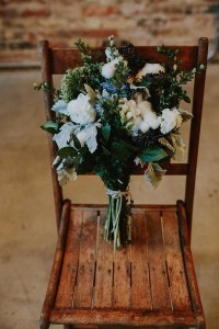 moody greenery and white wedding bouquet ideas