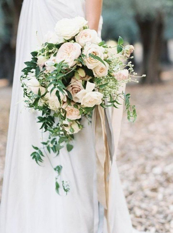 chic neutral wedding bouquet ideas