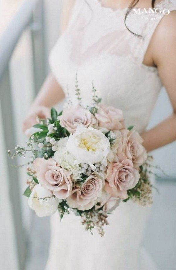 elegant neutral toned wedding bouquet ideas