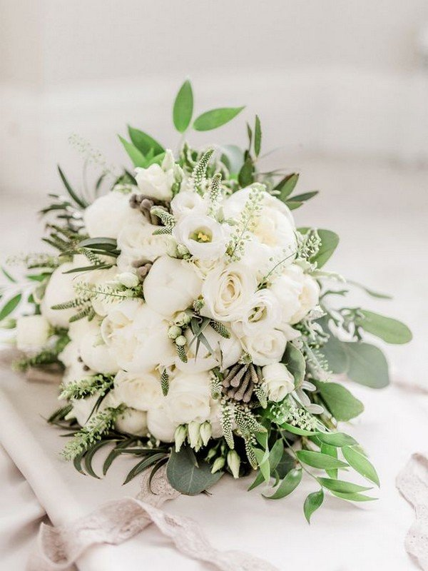 neural wedding bouquet ideas white and green