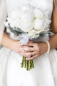 neutral winter wedding bouquet