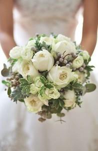 neutral winter wedding bouquet ideas