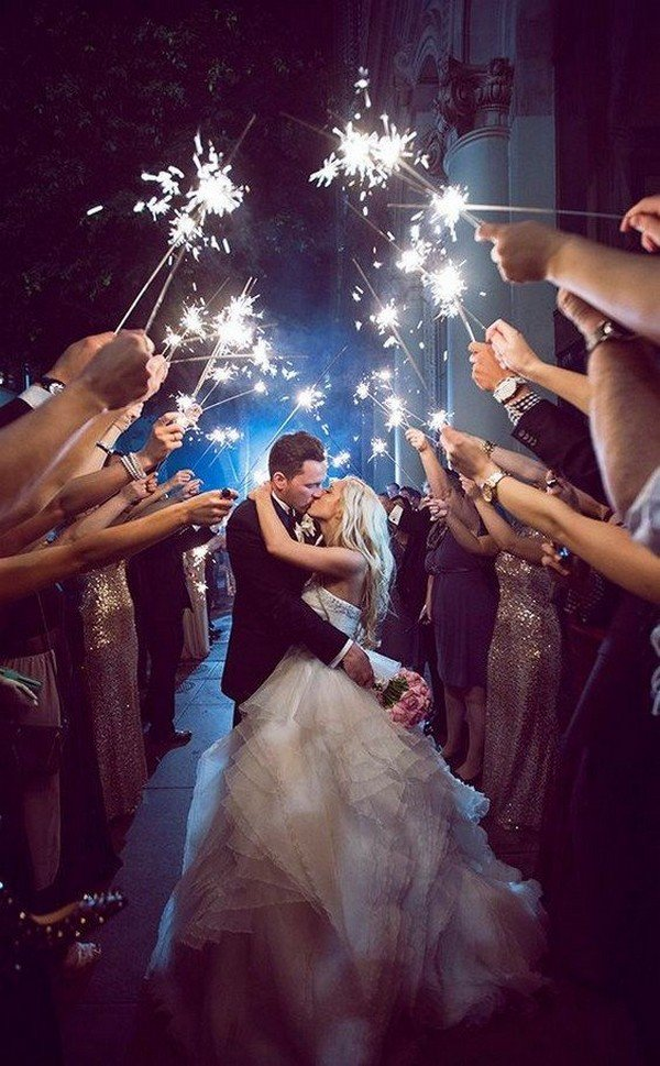 sparklers send off wedding photo ideas