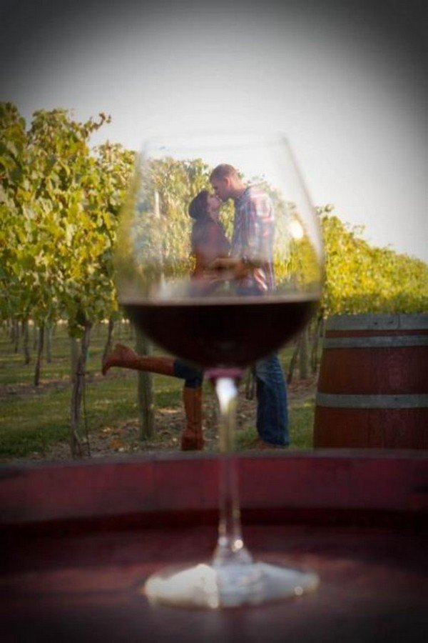 unique wine themed wedding photo ideas