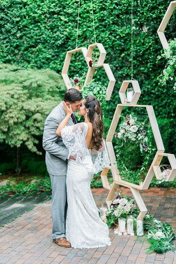 modern chic geometric wedding backdrop ideas