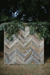 boho chic wooden and greenery wedding photo booth backdrop ideas