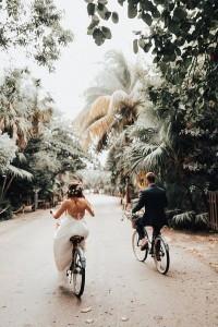 creative bride and groom wedding photo ideas