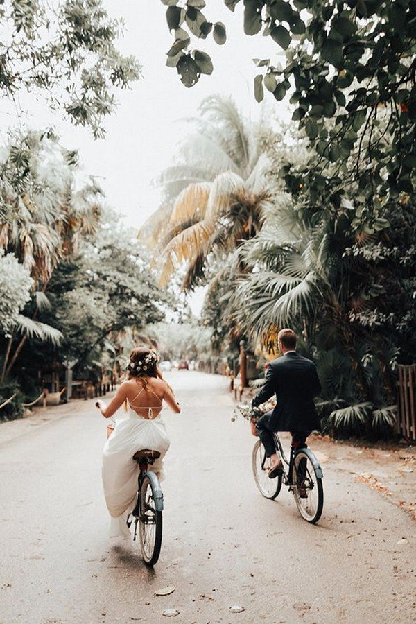 creative bride and groom wedding photo ideas
