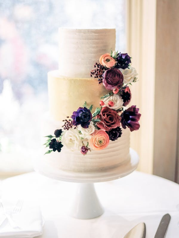 shades of purple fall wedding cake for 2018