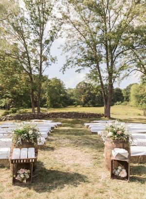chic outdoor wedding ceremony ideas with hay bale seatings