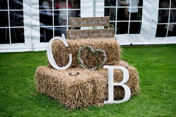 rustic wedding decoration ideas with hay bales