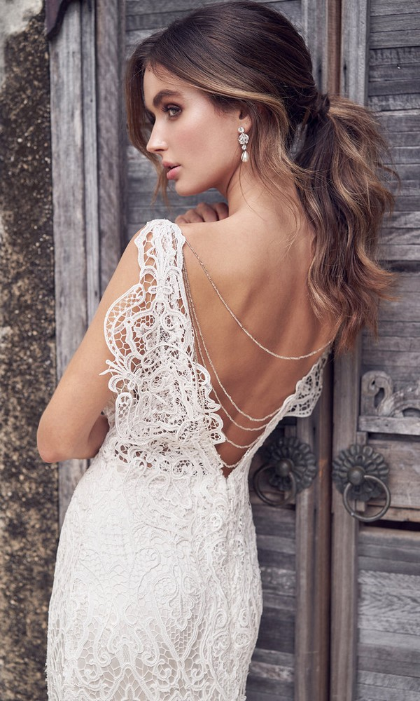 Anna Campbell Kira v neck lace wedding dress with gorgeous back