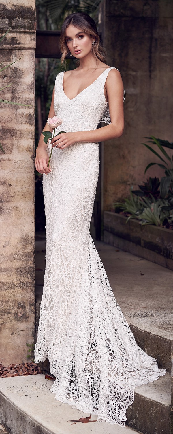 Anna Campbell Kira v neck lace wedding dress