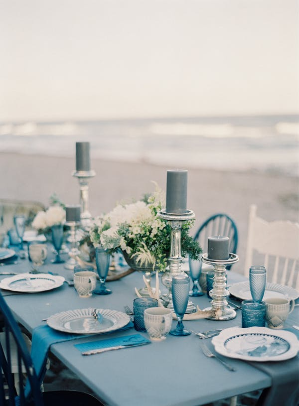 shades of blue wedding table settings