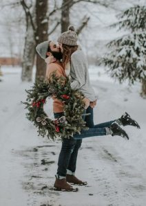Christmas engagement photo ideas