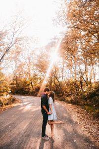 amazing light engagement photo ideas