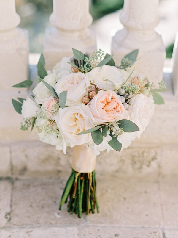 elegant neutral colors wedding bouquet