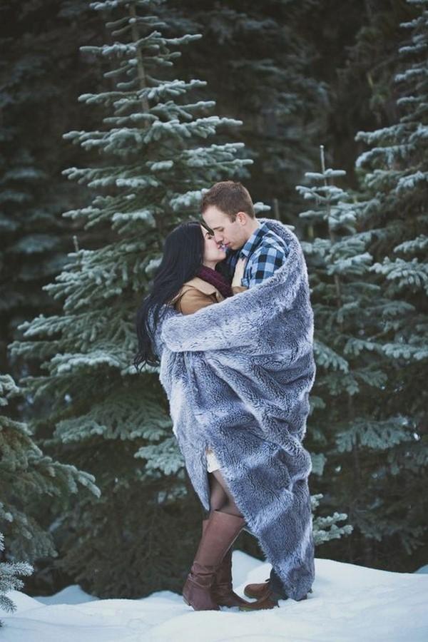 snowy engagement photo ideas
