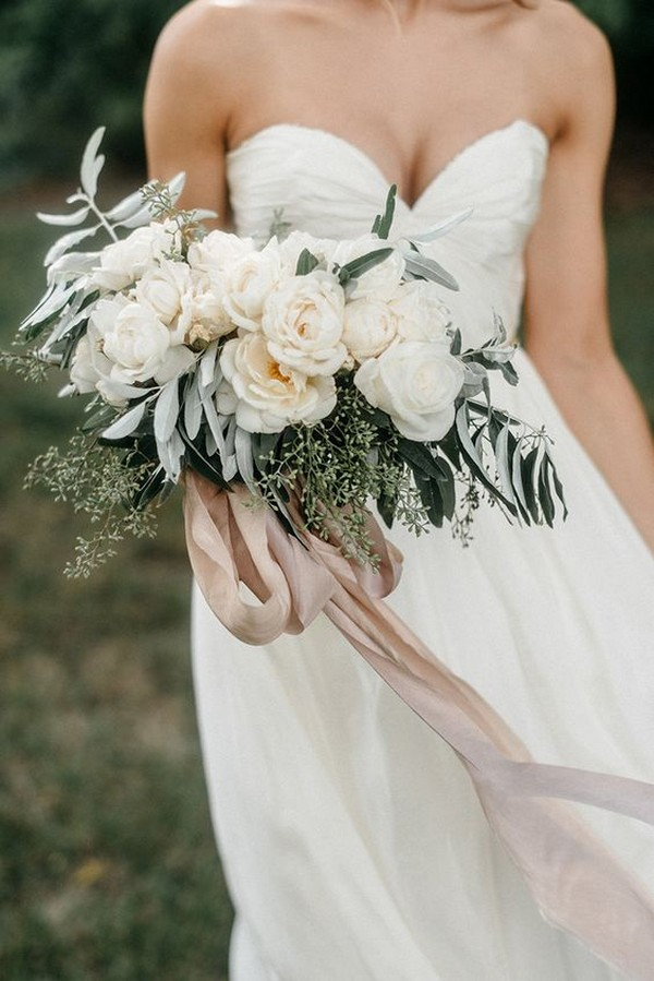 soft colors elegant wedding bouquet