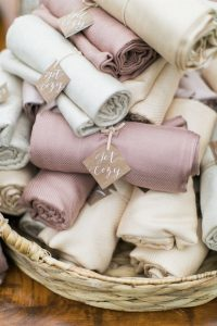 blankets wedding favor ideas for fall and winter